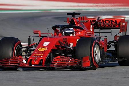 Ferrari-Pilot Sebastian Vettel aus Deutschland bei einer Testfahrt mit dem SF1000 auf dem Circuit de Barcelona-Catalunya. Foto: David Davies/PA Wire/dpa