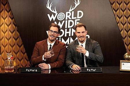 Die Zwillinge Dennis und Benjamin «Benni» Wolter vom YouTube-Kanal «World Wide Wohnzimmer» (undatiert). Foto: Nadine Dilly/Funk.net/dpa