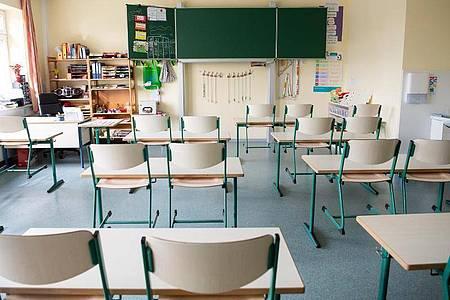 Klassenraum in einer Grundschule in Lemwerder. Lehrer und Schüler sollen sich in den kommenden Monaten dick anziehen. Foto: Sina Schuldt/dpa