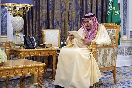 Salman bin Abdelasis al-Saud, König von Saudi-Arabien, soll die Videoschalte der G20-Staats- und Regierungschefs leiten. Foto: Uncredited/Saudi Press Agency/AP/dpa