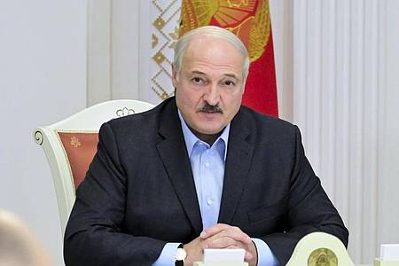 Lukaschenko hatte sich nach 26 Jahren an der Macht zum sechsten Mal in Folge zum Wahlsieger erklären lassen. Foto: Andrei Stasevich/BelTA/AP/dpa