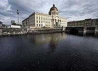 Die Fassade des Humboldt Forum ist weitgehend nach historischem Vorbild rekonstruiert. Foto: Fabian Sommer/dpa