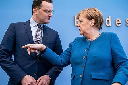 Bundeskanzlerin Angela Merkel und Bundesgesundheitsminister Jens Spahn haben in der Bundespressekonferenz zum Coronavirus Stellung bezogen. Foto: Michael Kappeler/dpa