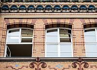 Fenster einer Schule sind zum Lüften geöffnet. Foto: Christoph Schmidt/dpa