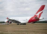 Die Fluggesellschaft Qantas will eine Impfpflicht für ihre Passagiere einführen. Foto: Sebastian Kahnert/dpa-Zentralbild/dpa