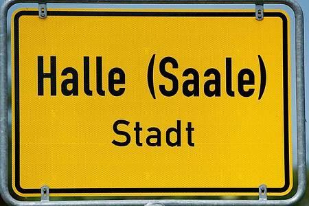 Halle in Sachsen-Anhalt schließt von diesem Freitag an alle Kindertagesstätten und Schulen. Foto: Jens Wolf/dpa-Zentralbild/dpa