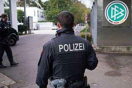 Wegen des Verdachts der Steuerhinterziehung waren auch die Geschäftsräume des DFB durchsucht worden. Foto: Frank Rumpenhorst/dpa