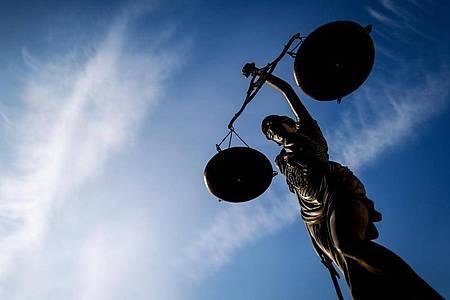Immer wieder müssen Gerichte darüber entscheiden, wann Arbeitnehmer Anspruch auf Leistungen der Unfallversicherung haben. Foto: David-Wolfgang Ebener/dpa/dpa-tmn