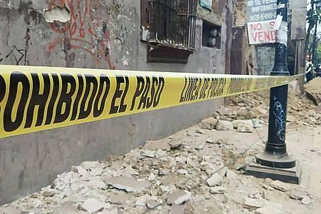 Das Erdbeben der Stärke 7,5 hat schwere Schäden angerichtet. Foto: Stringer/XinHua/dpa