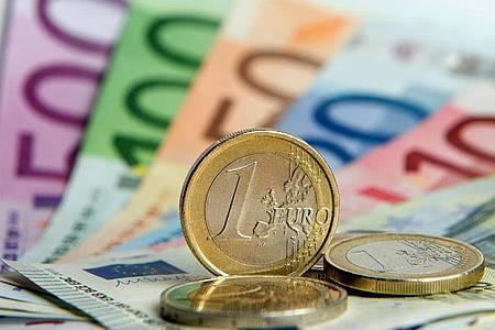 Die gewerkschaftsnahe Hans-Böckler-Stiftung hat mehr als 6300 Beschäftigte befragen lassen - und dabei das Haushaltsnettoeinkommen berücksichtigt. Foto: Daniel Reinhardt/dpa