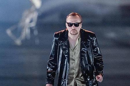 """Der Sänger Georg Nigl in """"molto agitato"""" an der Staatsoper Hamburg. Foto: Markus Scholz/dpa"""