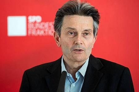 SPD-Fraktionschef Rolf Mützenich schließt eine Kanzlerkandidatur nicht aus. Foto: Bernd von Jutrczenka/dpa