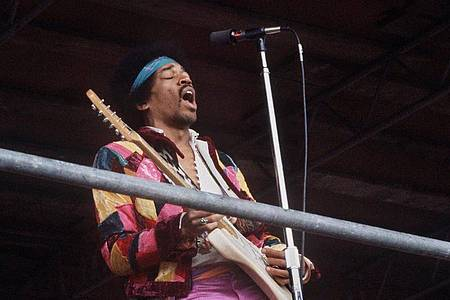 Jimi Hendrix beim Love-and-Peace-Festival auf Fehmarn. Foto: picture alliance / dpa