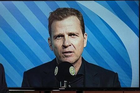 Ist bereit auf einen Teil seines Gehalts zu verzichten: DFB-Direktor Oliver Bierhoff nimmt an einer Video-Pressekonferenz des DFB teil. Foto: Thomas Böcker/DFB/dpa