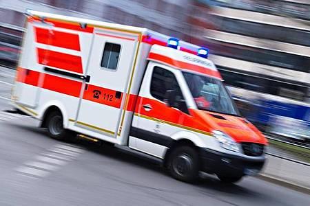 Bei dem Unfall bei Metzingen gab es zwei Schwerverletzte (Archiv). Foto: Nicolas Armer/dpa