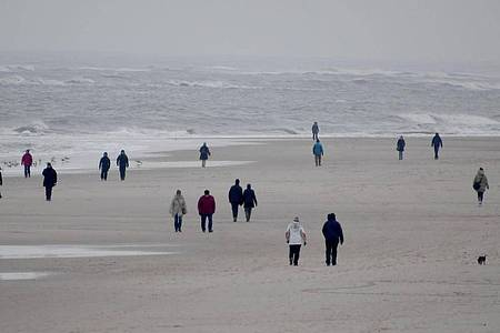 Alle norddeutschen Küstenländer sperren ihre Inseln für Touristen ab. Foto: Carsten Rehder/dpa