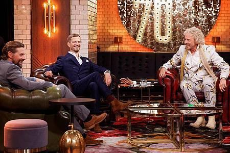 Thomas Gottschalk feiert seinen 70. Geburtstag mit Klaas Heufer-Umlauf (l) und Joko Winterscheidt. Foto: Manfred H. Vogel/ZDF/dpa