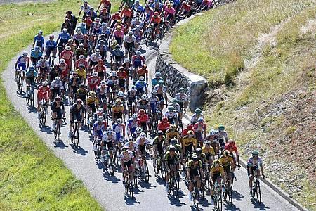 Auch auf der 9. Etappe bewegt sich der Tour-Tross durch die Pyrenäen. Foto: David Stockman/BELGA/dpa