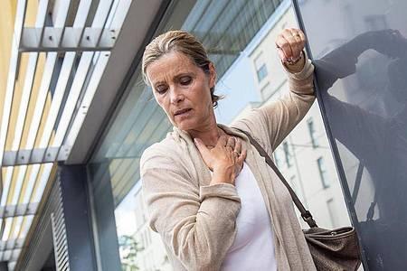 Rheuma kann auf die Lunge schlagen und dort Gewebe vernarben - was mit der Zeit etwa zu Kurzatmigkeit führen kann. Foto: Christin Klose/dpa-tmn
