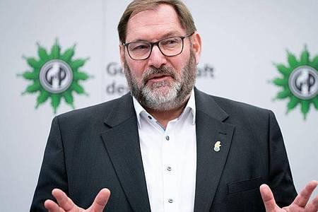 «Die Rechten sind dabei, die Bewegung komplett zu kapern», sagt Jörg Radek. Foto: Kay Nietfeld/dpa