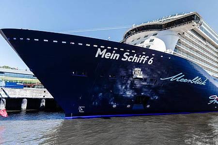 Das Kreuzfahrtschiff «Mein Schiff 6» war am Sonntagabend von der kretischen Hafenstadt Heraklion ausgelaufen. Foto: picture alliance / Markus Scholz/dpa