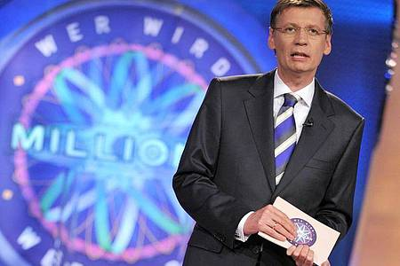 Günther Jauch (2009) fragt noch einmal: «Wer wird Millionär?». Foto: Jörg Carstensen/dpa