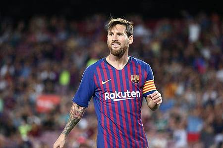 Auch Superstar Lionel Messi bekommt weniger Gehalt vom FC Barcelona. Foto: Joan Valls/Urbanandsport/gtres/dpa