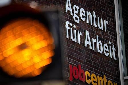 Die Zahl der Arbeitslosen in Deutschland ist trotz der Corona-Krise im September um 108 000 im Vergleich zum Vormonat gesunken. Foto: Sina Schuldt/dpa