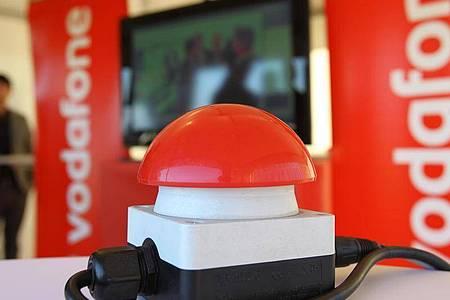 Im Ostseebad Heiligendamm steht am 23.09.2010 der «Rote Knopf» zur Inbetriebnahme des ersten Vodafone-Standortes der neuen Mobilfunkgeneration LTE in Deutschland bereit. Foto: Bernd Wüstneck/dpa-Zentralbild/dpa