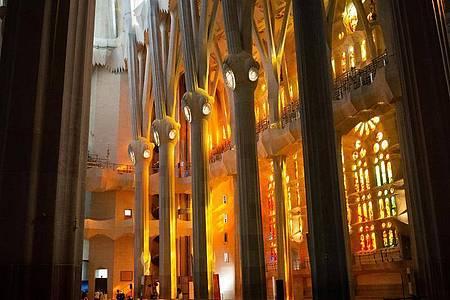 Innenansicht der noch im Bau befindlichen Basilika Sagrada Familia des spanischen Architekten Antoni Gaudi. Foto: David Zorrakino/EUROPA PRESS/dpa