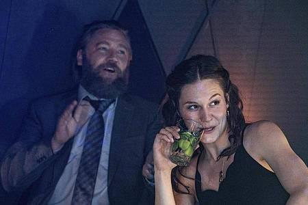Liaison dangereuse:Friedrich (Nicki von Tempelhoff) und Nicole (Lilith Häßle). Foto: Bettina Müller/HR/ARD/dpa