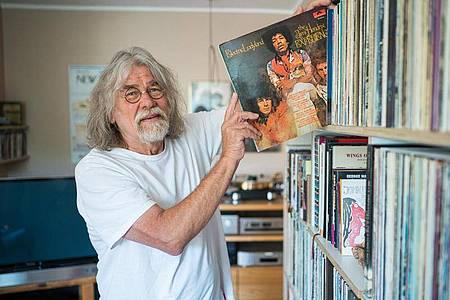 Veit Marx-Haupenthal besuchte vor 50 Jahren das Love-and-Peace-Festival mit Jimi Hendrix auf der Ostseeinsel Fehmarn. Foto: Oliver Dietze/dpa