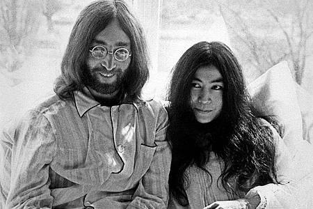 Für den Weltfrieden:John Lennon und Yoko Ono im Bett in Amsterdam. Ein zweites «Bed-In» fand in Montreal statt. Foto: --/ANP/epa/dpa