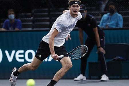 Alexander Zverev hat sich gegen Rafael Nadal im Halbfinale mit 6:4 und 7:5 durchgesetzt. Foto: Thibault Camus/AP/dpa