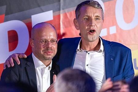 Björn Höcke, Spitzenkandidat der AfD bei der Landtagswahl in Thüringen, und Andreas Kalbitz (l), Landesvorsitzender der AfD in Brandenburg. Foto: Jens Büttner/dpa-Zentralbild/dpa