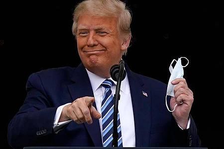 Nach seiner Covid-19-Erkrankung ist US-Präsident Trump seinem Leibarzt zufolge nicht mehr ansteckend. Foto: Alex Brandon/AP/dpa