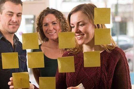 Für langfristige Motivation sollte Lernen am Arbeitsplatz nicht als Wettbewerb gestaltet sein. Besser ist, wenn jeder seine persönlichen Fortschritte sieht. Foto: Klaus-Dietmar Gabbert/dpa-tmn