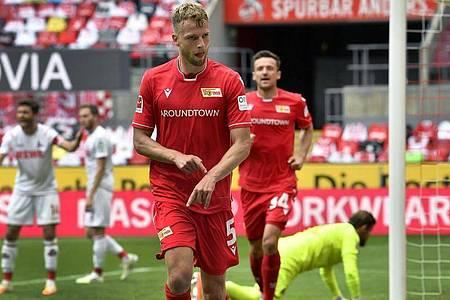 Torschütze Marvin Friedrich (vorne) feierte mit Union einen Auswärtserfolg in Köln. Foto: Martin Meissner/AP/Pool/dpa