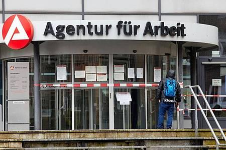 Die Zahl der Arbeitslosen ist im Mai auf 2,813 Millionen Menschen gestiegen. Foto: Georg Wendt/dpa