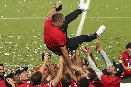 Will mit Bayern weiter hoch hinaus: Triple-Coach Hansi Flick. Foto: Miguel A. Lopes/Pool EPA/AP/dpa