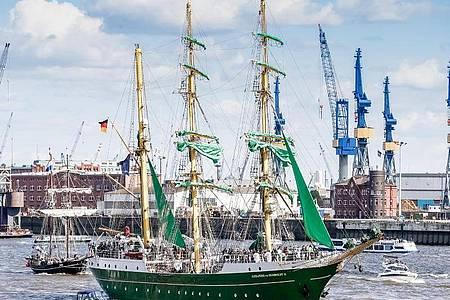 Auf Anblicke wie der auf den deutschen Großsegler Alexander von Humboldt 2019, wird man im Mai 2021 verzichten müssen. Foto: Markus Scholz/dpa