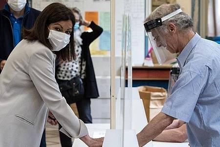 Die amtierende Bürgermeisterin von Paris, Anne Hidalgo, bei der Stimmabgabe. Foto: Joel Saget/POOL AFP/AP/dpa