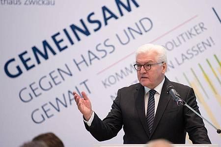 Bundespräsident Frank-Walter Steinmeier spricht im Zwickauer Rathaus. Foto: Sebastian Kahnert/dpa-Zenralbild/dpa