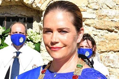 Nina Menegatto am Tag ihrer feierlichen Krönung zur Prinzessin im italienische Bergdorf Seborga, das sich als Fürstentum sieht. Foto: Roberto Del Sarto/Dimensione Foto (Pisa) x Principato di Seborga/dpa