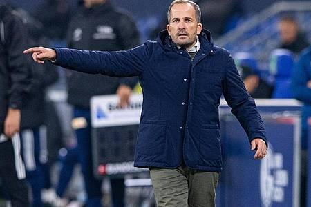 Schalkes Trainer Manuel Baum ist mit der Leistung seiner Mannschaft gegen Union zufrieden. Foto: Guido Kirchner/dpa