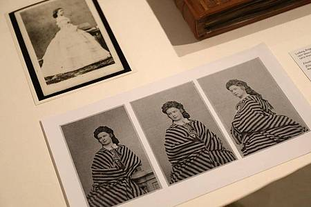 Die Ausstellung «Sisi privat» in Köln zeigt die persönlichen Fotoalben der österreichischen Kaiserin. Foto: Oliver Berg/dpa