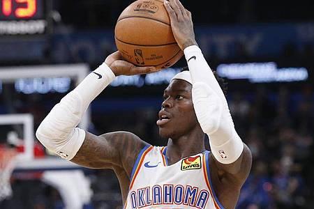 Dennis Schröder spielt in der NBA für Oklahoma City Thunder. Foto: Sue Ogrocki/AP/dpa