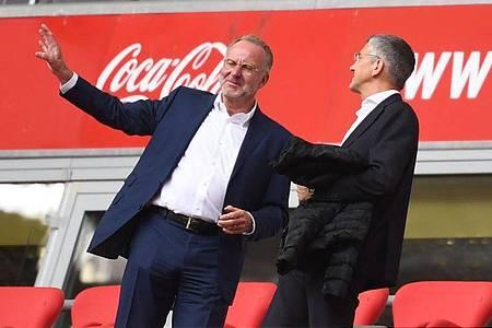 Haben sich mit einem Schreiben bei den Münchner Fans bedankt: Präsident Herbert Hainer (r) und Vorstandschef Karl-Heinz Rummenigge. Foto: Sven Hoppe/dpa-Pool/dpa