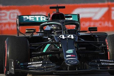 Lewis Hamilton will mit der Pole Position den Grundstein für eine Rekordfahrt legen. Foto: Kirill Kudryavtsev/Pool AFP/AP/dpa
