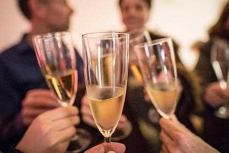 Auch auf Privatpartys sollten Feierlustige vorerst verzichten. Foto: Frank Rumpenhorst/dpa-tmn